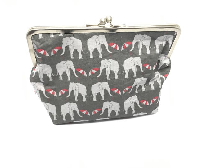 Metal frame kiss lock purse Elephants