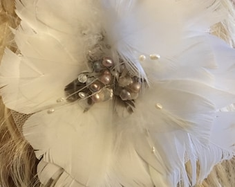 Pretty in Pink - White feathers and light pink pearls - Hair Clip / Comb