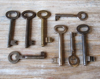 vintage skeleton keys - 8 genuine vintage iron and brass keys - wall decor, skeleton keys (S-16c)