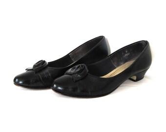 SALE vintage shoes high heels black 1980s rosette classic size 6