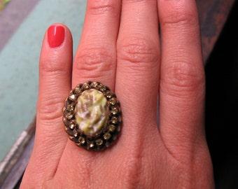Vintage costume cocktail rhinestone gold tone ring