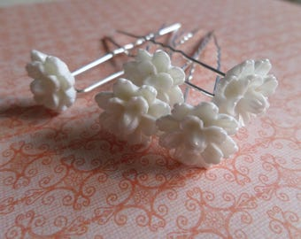 5 white flowers for occasion hair clips