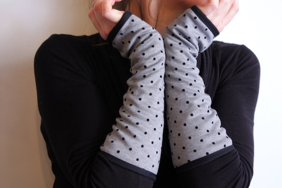 Long polka dot mittens gray and black. Cuff lined Jersey cotton