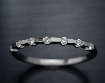 Platinum Wedding Band with 7 round brilliant diamonds