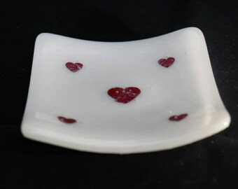 White and red copper heart trinket dish. This could be used for rings, teabags, loose change, tea light holder or just decoration.
