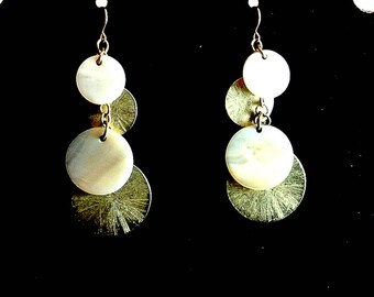 White Shell and Gold Tone Discs Dangle Earrings Vintage Earrings White Gold Earrings Wire Dangle Earrings Costume Jewelry