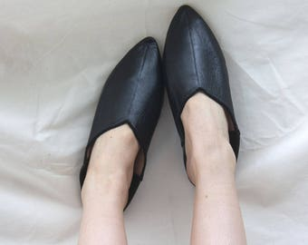 Women's Black Leather Pointed Slippers    Traditional Moroccan Babouche    Dyed With Natural Colour    Black
