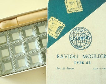 Ravioli moulder, Columbus ravioli set, made in Italy, mold with rolling pin and instructions in original box, Type 63 for 24 pieces