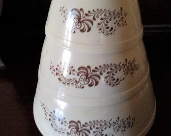 Vintage Pyrex Homestead Nesting Mixing Bowls Set of 3