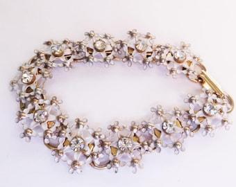 White Flowers Bracelet  Vintage white Enamel cut outs Clear Rhinestone Vintage Gold tone Link bracelet