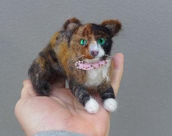 Needle Felted Cat / Custom Pet Portrait Gourmet Felted / Calico