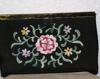 1940s Embroidered CRITIREAN Clutch Purse