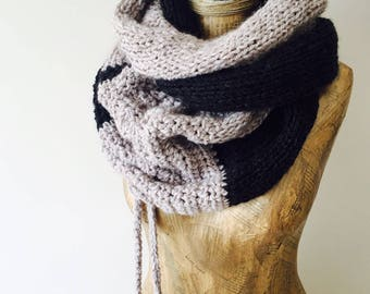 Chunky Scarf , Infinity Scarf , Knitted Cowl , Circular Scarf Wrap , Women Scarf , Winter Accessories , Neck Warmer , Warm Outerwear