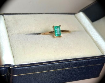 Columbian Emerald Ring 9ct Yellow Gold Size N 1/2 (US 7)  'Certified'  Fab Colour!