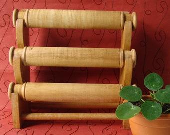 Wood display for bracelets, 27.5 cm x 27.5 cm x 12.5 cm, organization, jewelry storage.
