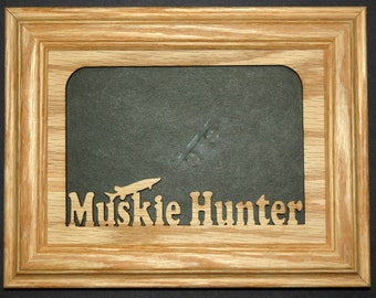 Muskie Hunter Picture Frame - Muskie Frame, Muskie, Muskie Gift, Fishing Frame, Fishing, Fishing Gift, Fathers Day Gift, Picture Frame 5x7