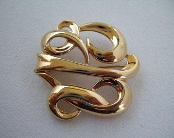 Vintage bijoux Monet broche en plaqué or dons moins de 20 ans présente de défilement élégant Design Pin Cool cadeaux pour son cadeau d'anniversaire ou de Noël