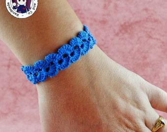 Crocheted bracelet (blue)