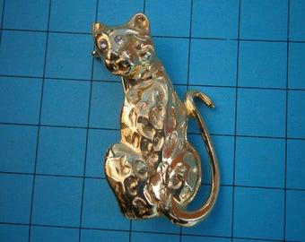 BT496) A lovely Vintage gold tone metal cat leopard brooch