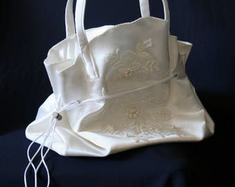 A Wedding Luxury Bag With Lace And Pearls