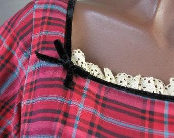 50s Plaid Dress Vintage 1950s Full Skirt Girly Feminine Lace Trim Small to Medium