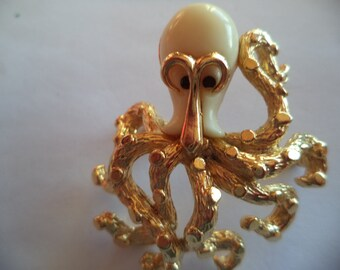 Vintage Unsigned Goldtone White Resin Bodied Octopus Brooch/Pin  1960s   Very Cute