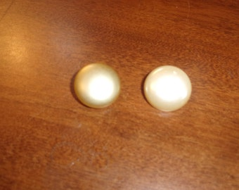 vintage clip on earrings ivory color circles