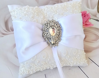 White wedding pillow, White Bearer Pillow, lace Pillow, white ring pillow, bridal pillow, white ring cushion, white ribbon pillow