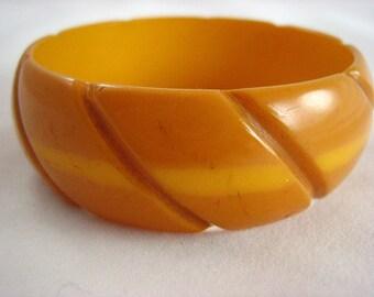 Vintage Pumpkin Carved Bakelite 1940's Bangle Bracelet .....2276