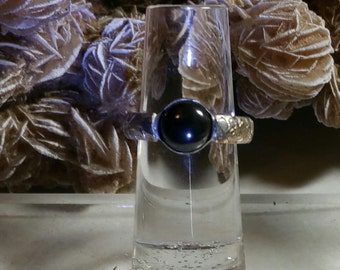Black onyx ring on sterling silver band size 5 1/4 Item #R401