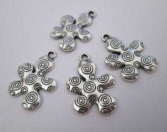 4 breloque fleur stylisée  26 x 19 mm en métal argenté