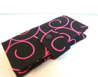Stoffbezug Scheckheft, Halter - schwarz mit rosa