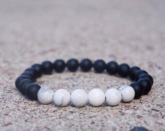 Matte black / White Howlite - beaded bracelet