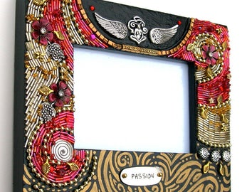 """Beaded Wood Frame - """"Passion Garden"""" - Photo Frame - Painted"""