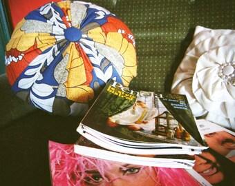 70'S floral print round cushion