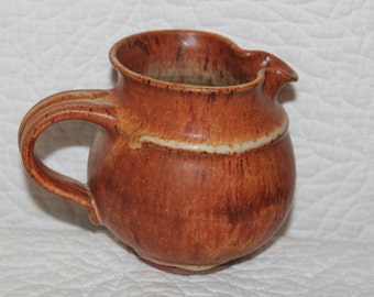 B8 Beautiful Hand Made Pottery Natural Woodlands Look Creamer Brown Rustic Farmhouse Folk Country Gravy Syrup