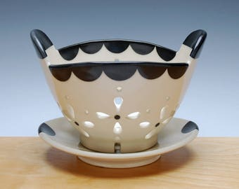 Berry Bowl & Saucer set in Ivory w. Black detail