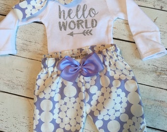 Newborn Girl Take home Outfit. Newborn Girl. Newborn Outfit. Hello World Onesie. Baby Girl Outfits. Silver Glitter. Baby Shower Gift.