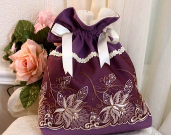 violet pouch, lilac trend, embroidered tulle, stylized flowers