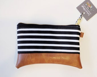 Coin purse in black and white with metal zipper and floral interior