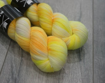 Canadian Hand-dyed yarn 100% Superwash Merino Lace Yarn 113g 980 yards Lace weight. Jolteon. Multicolored variegated yarn.