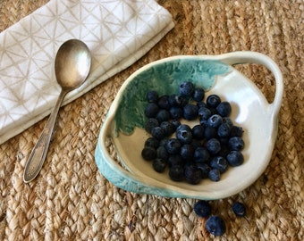 Handmade Berry Bowl Strainer, Berry Bowl Colander, Ceramic Berry Bowl, Pottery Berry Bowl, Food Prep, Housewarming Gift, Ceramic Strainer