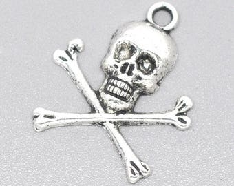 Pendant charm skull pirate