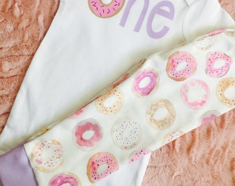 Baby donut. Donut baby outfit. Donut baby birthday. First birthday donut. Baby girl first birthday. Donut leggings. Donut shirt