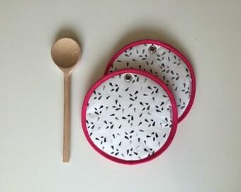 dragon fruit potholders - tropical fruit summer kitchen potholders - fun gift kitchen potholders - pink dragon fruit slice - pitaya fruit