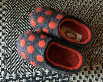 Hand Felted Slippers in Dark Gray with Orange-Red inside and Orange-Red Polka Dots.