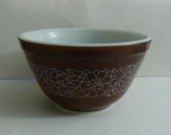 vintage pyrex, pyrex bowl, pyrex woodland 401, vintage pyrex bowl, nesting bowl, nesting bowls, bowls,  mixing bowl, mixing bowls,  woodland