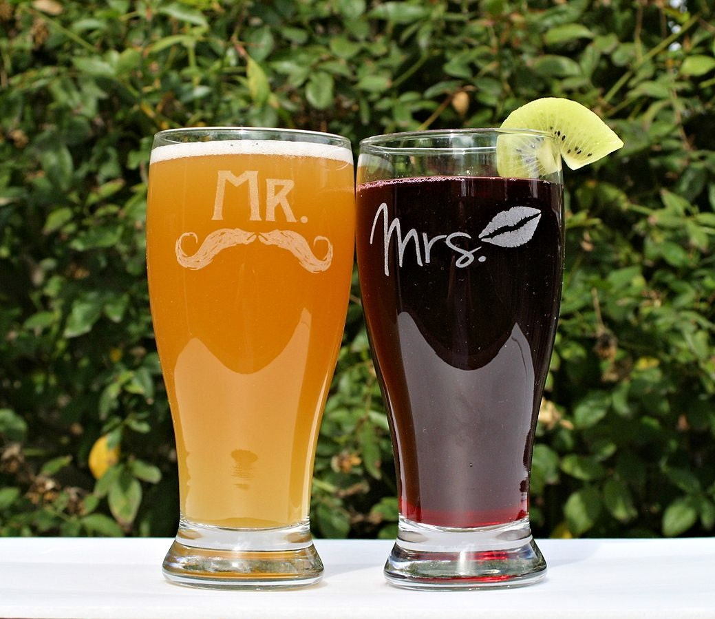 Anniversary gift for Couple, Mr and Mrs Gifts, Mr and Mrs Mugs, Gift set, Mr and Mrs Cups, Gift for Newlyweds, Wedding Gifts for Couple
