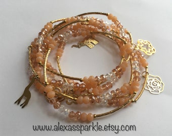 Light Peach transcendent beaded bracelets with gold plated charms - Semanario durazno transendente con dijes de chapa de oro