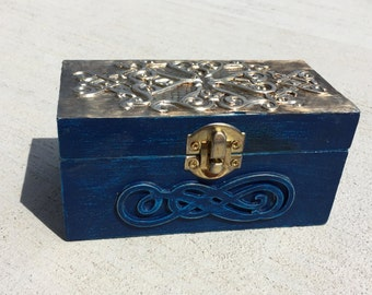 Small wood chest with metal embossing  - Home decor - Jewelry box